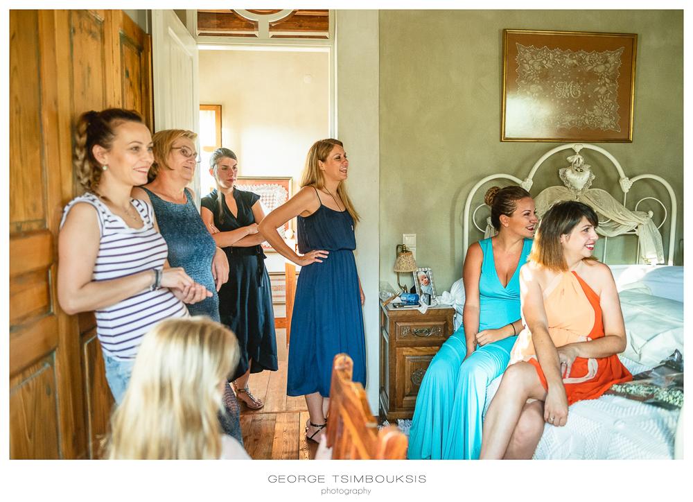 71_Wedding in Mystras_friendes are looking.jpg