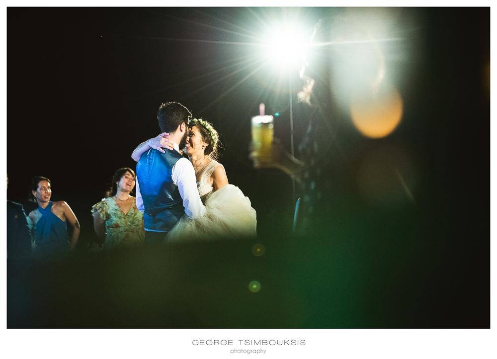 158_Bride and groom dance in Melies.jpg