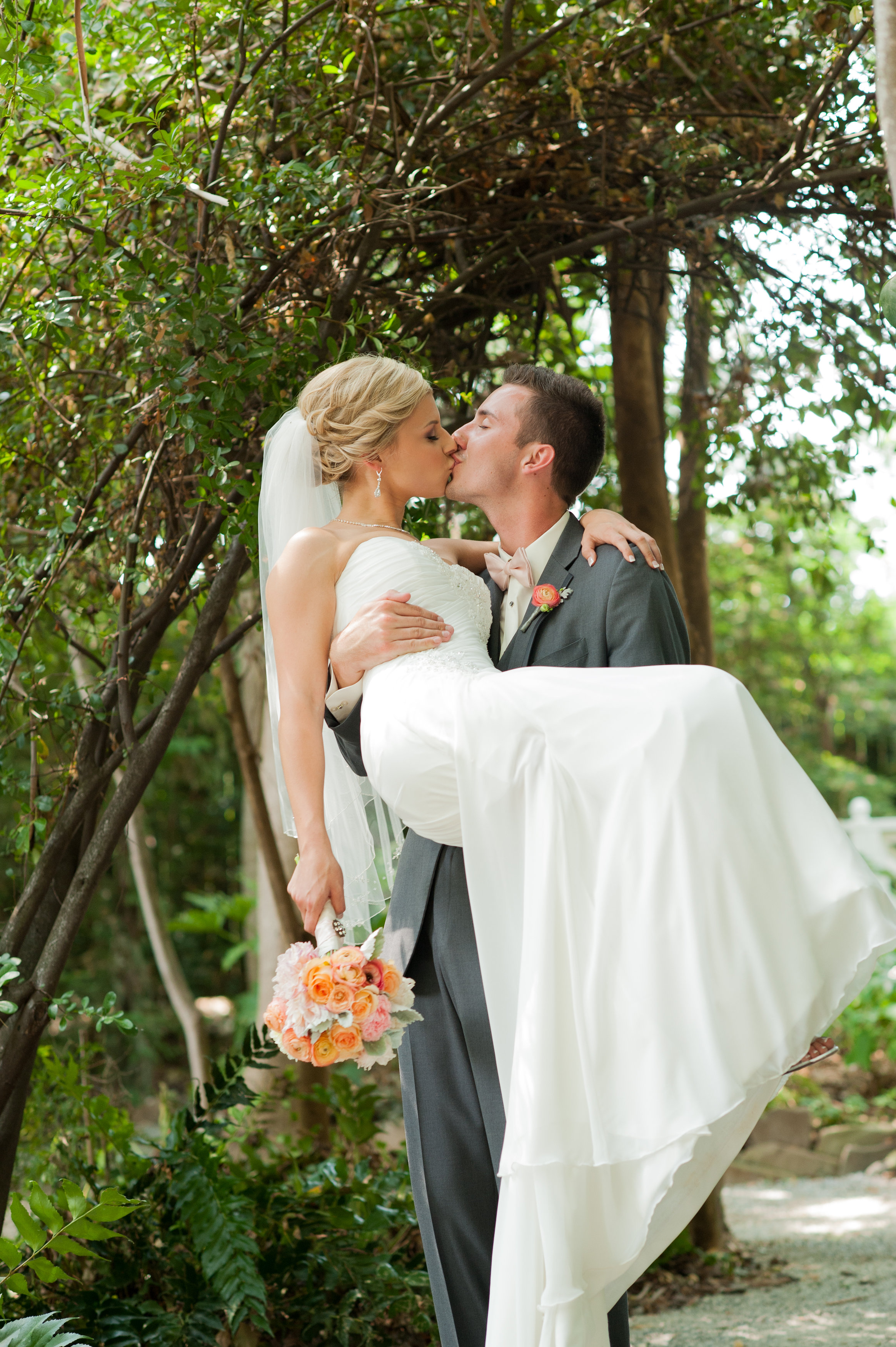 ReddingCAWeddingPhotographersAmyJensen-1065.jpg