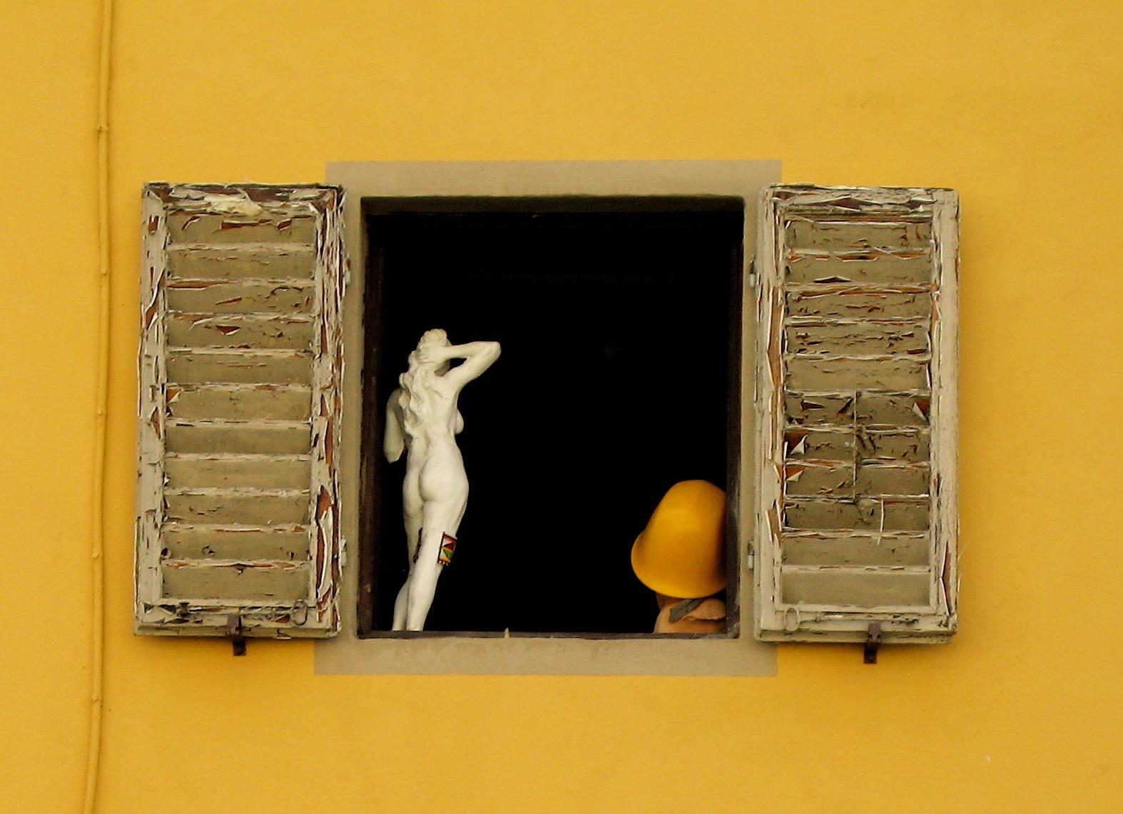 Window near Santo Spirito