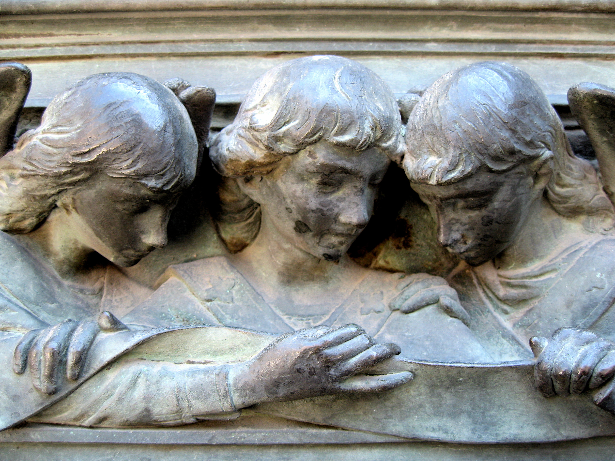 Angel boys on the Duomo doors