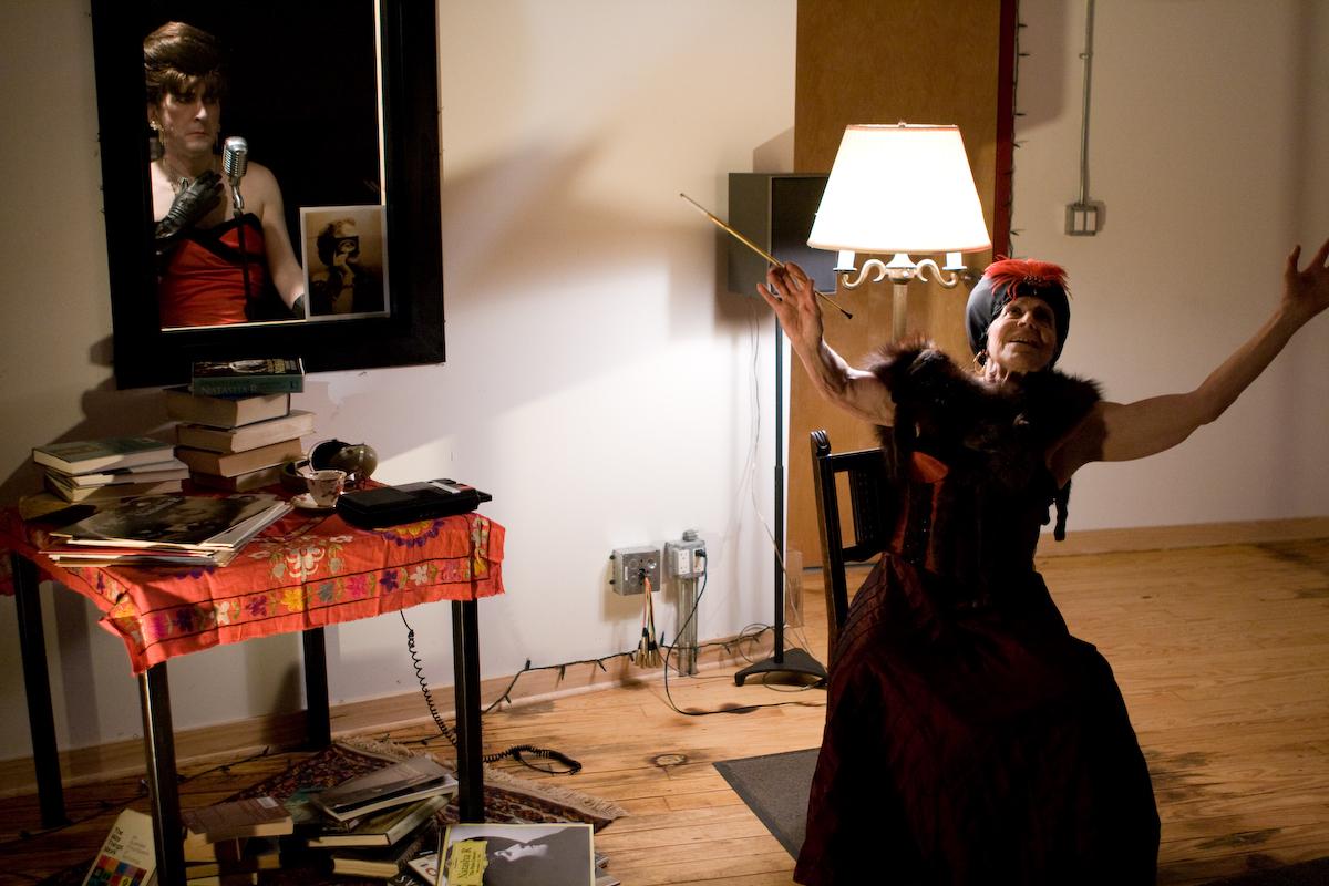 Madame Blavatchik about to channel the Countess (Nana Shineflug)