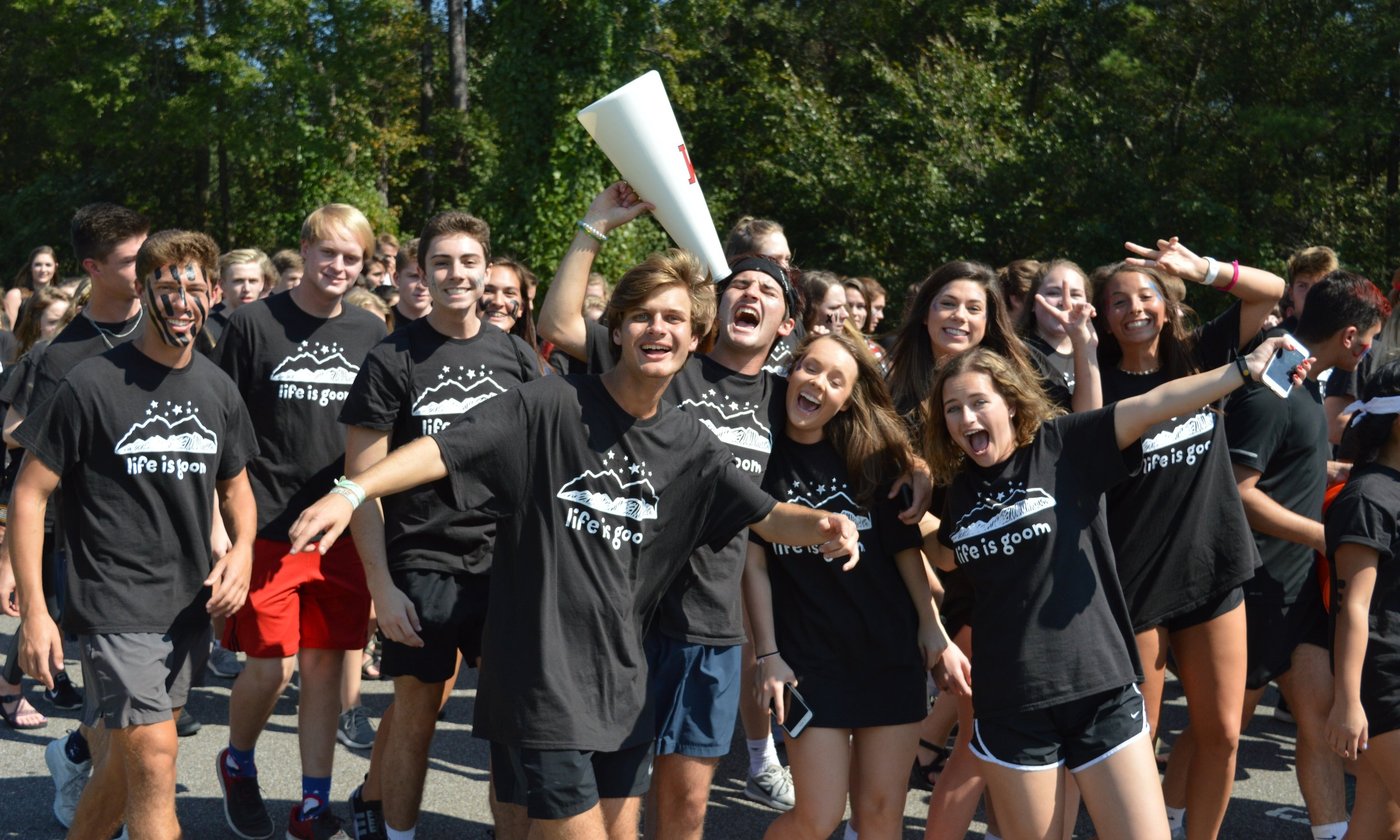 One of the most sacred homecoming week traditions is the Homecoming Parade during the afternoon on the Friday of the game. The parade begins at the high school and winds around to the intermediate school. Students from every Oak Mountain school, parents, and community leaders attend this event.