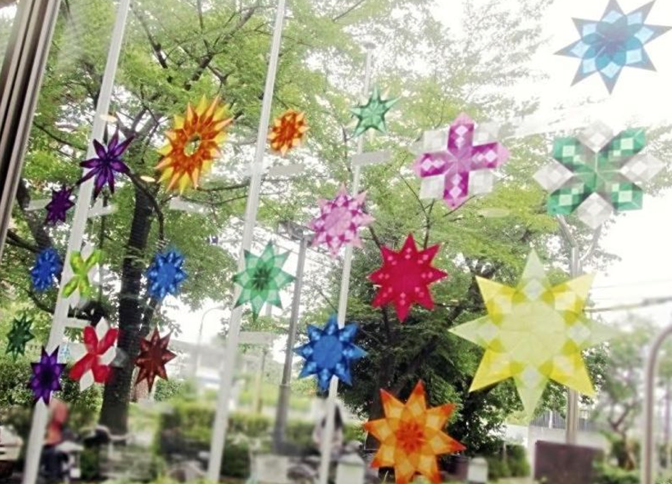 Decorations made from transparent paper in a variety of colors are striking when hung by windows ·   Courtesy of Megumi Suzuki