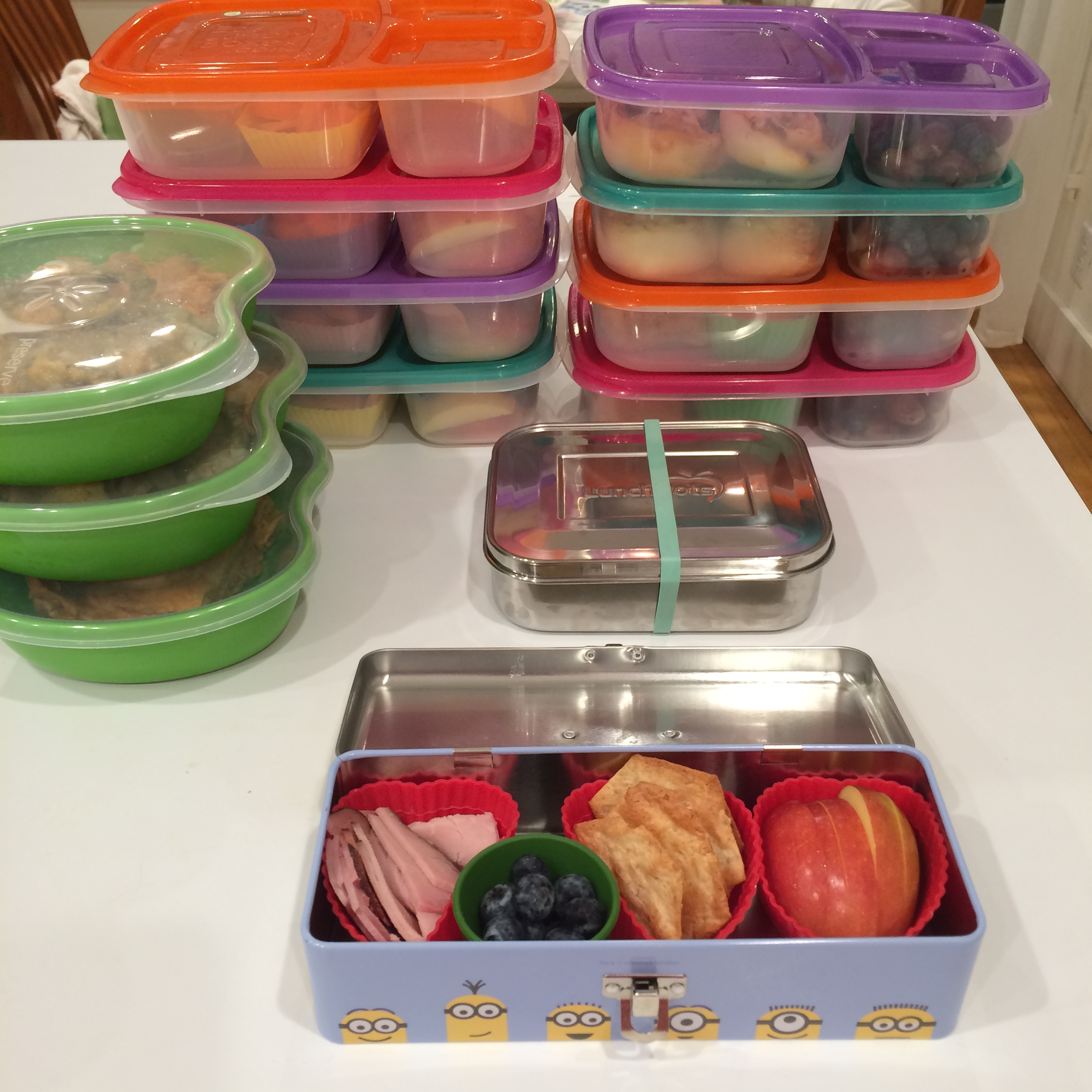 Make lunch easy: pack ahead for several days at a time.  From whatlisacooks.com
