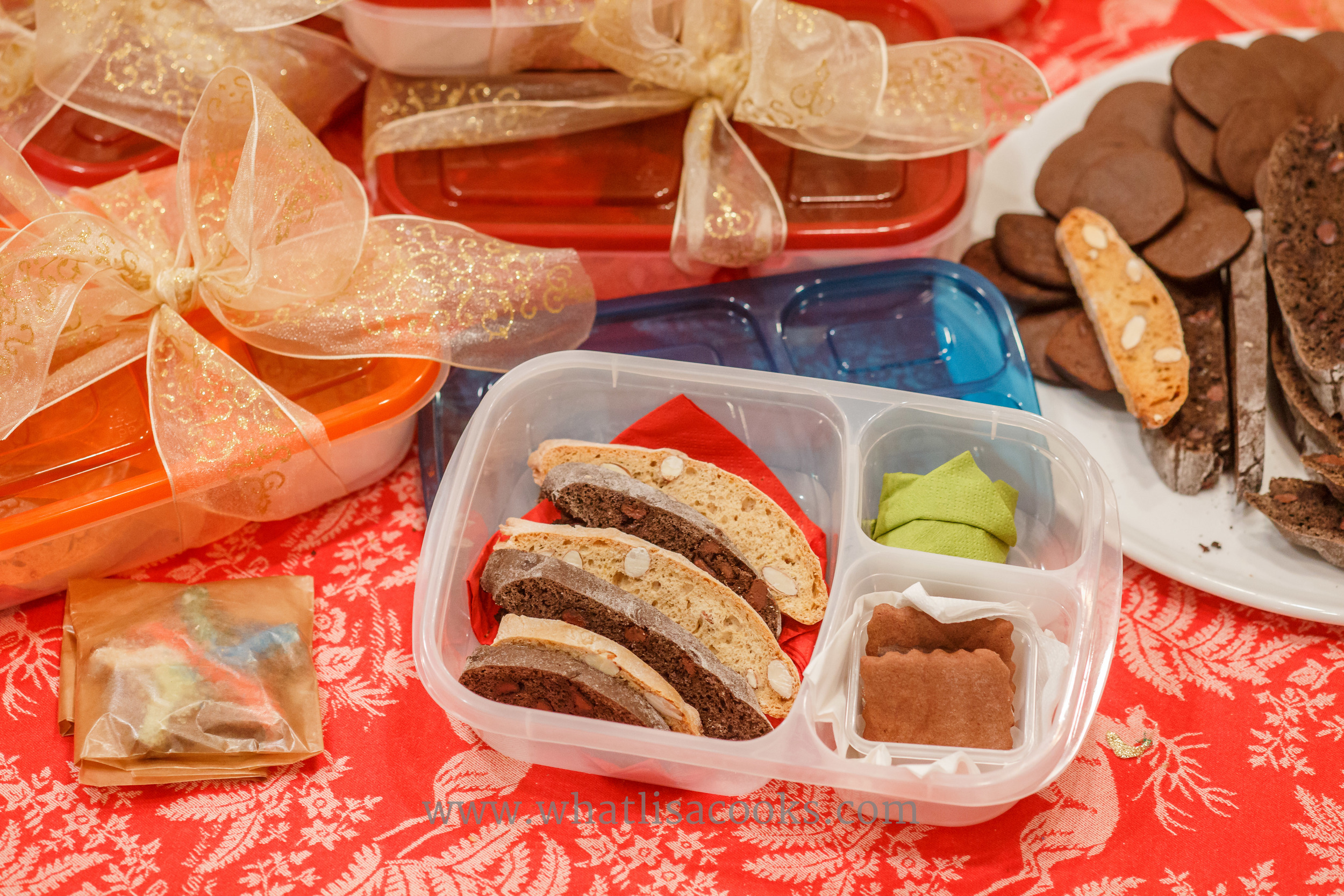 Holiday & Christmas gift idea for school teachers: Give your teacher a gift they can enjoy now and use all year long - a lunch box packed with treats! from WhatLisaCooks.com