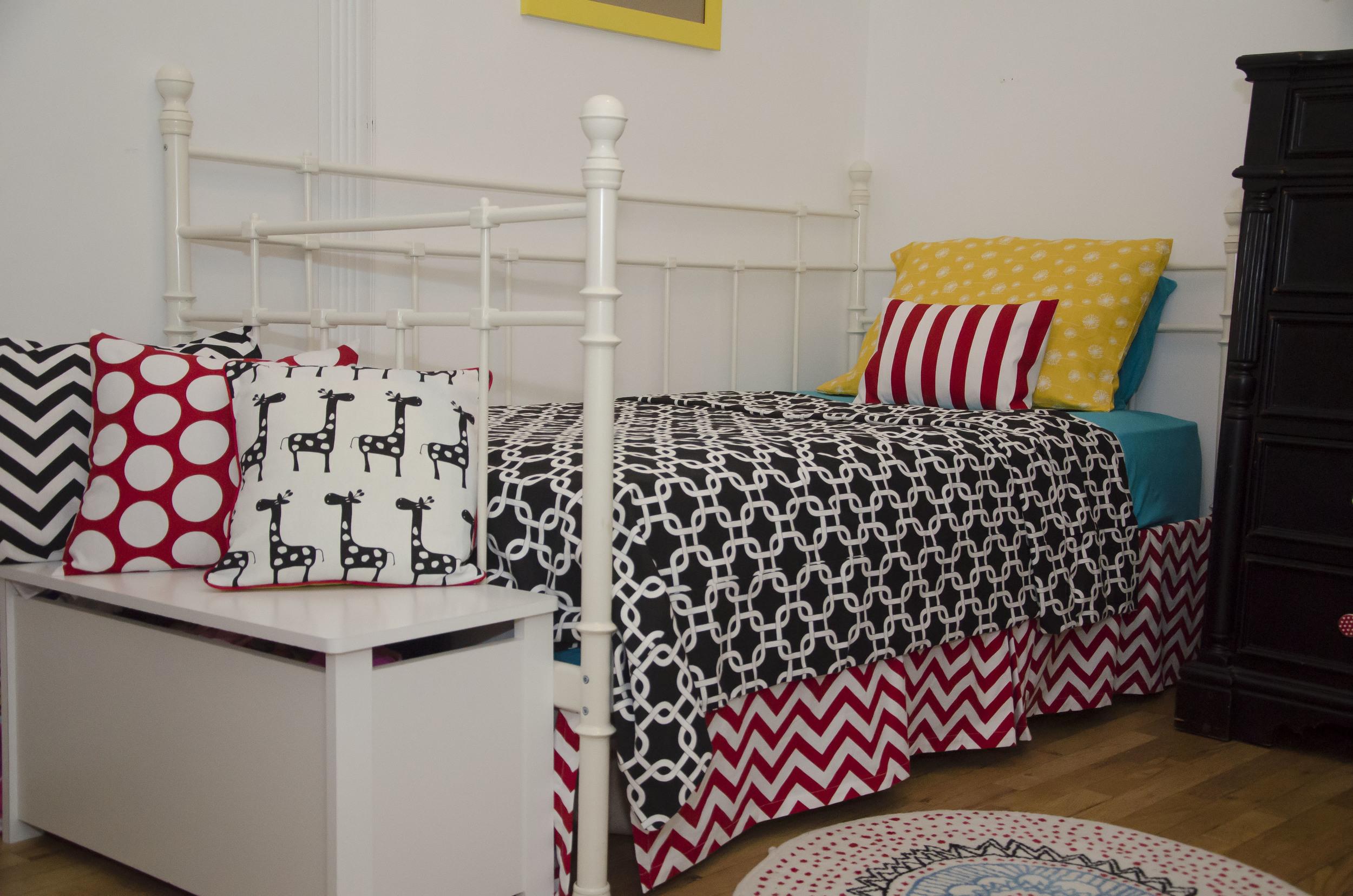 Unisex Children bedroom (9).jpg