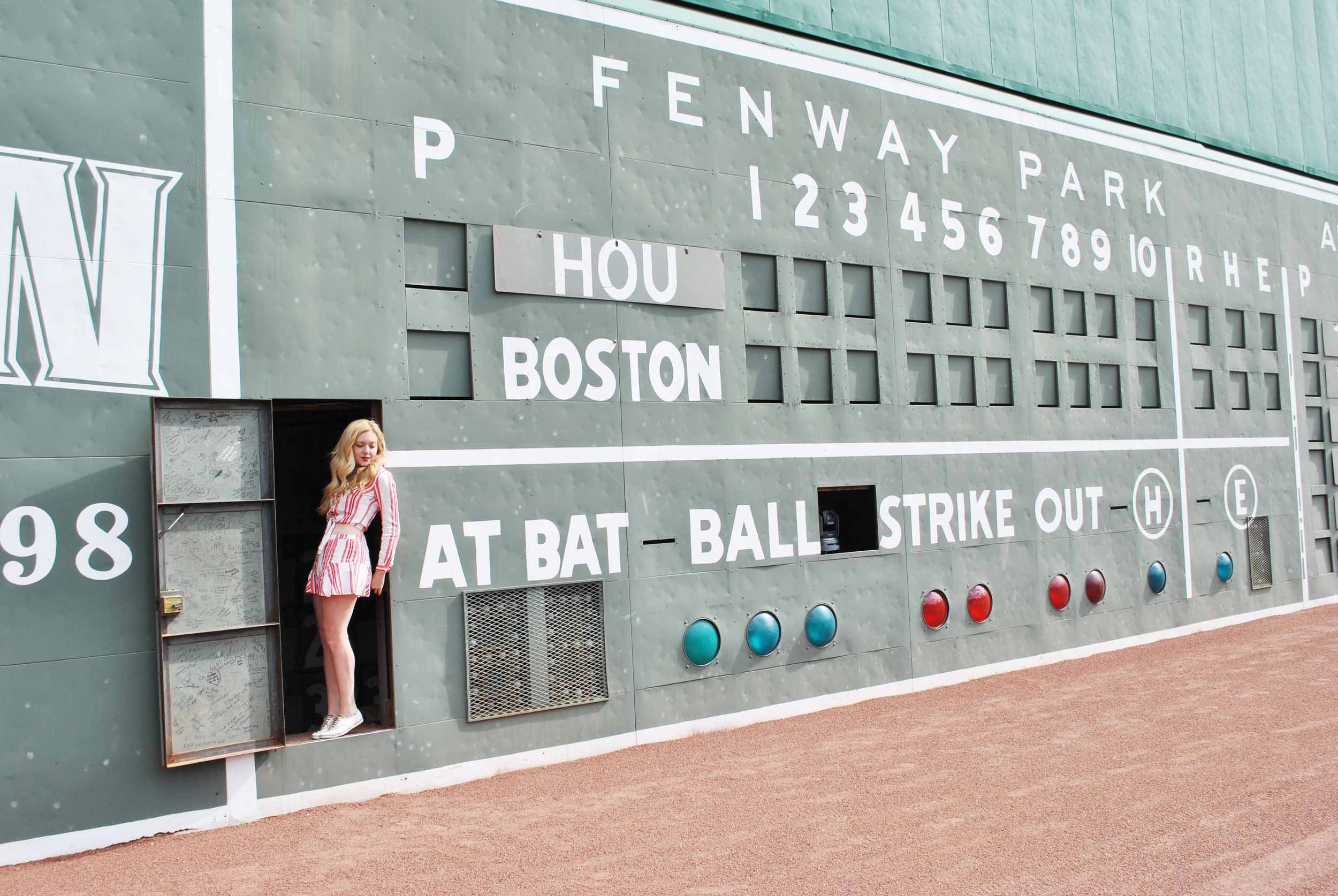 thoughtfulwish | baseball // fashion // fashion blogger // boston blogger // red sox // fenway park // #myfenway // ootd // meredith wish
