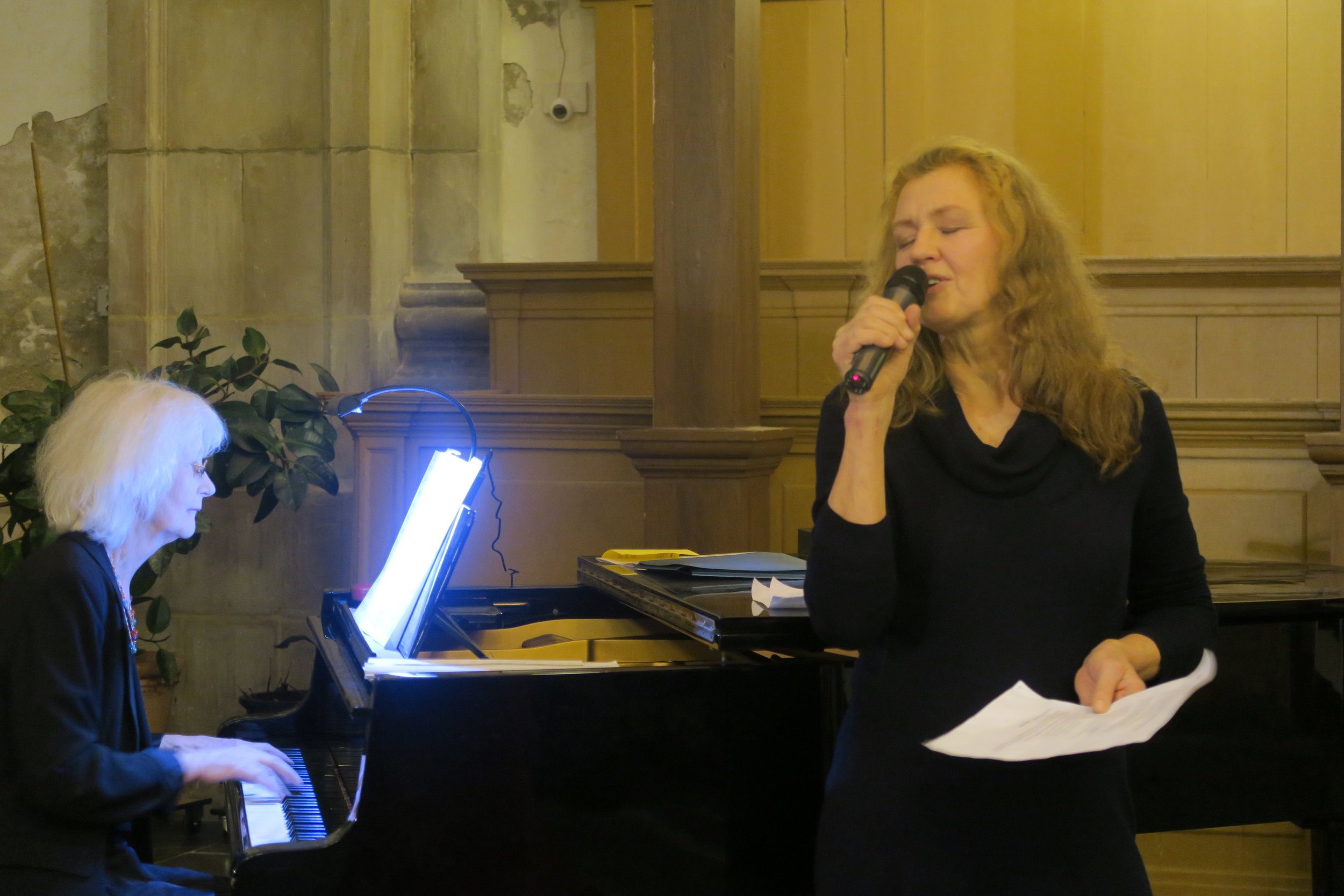 Zangeres Niki Koegler en pianiste Thelma Neleman