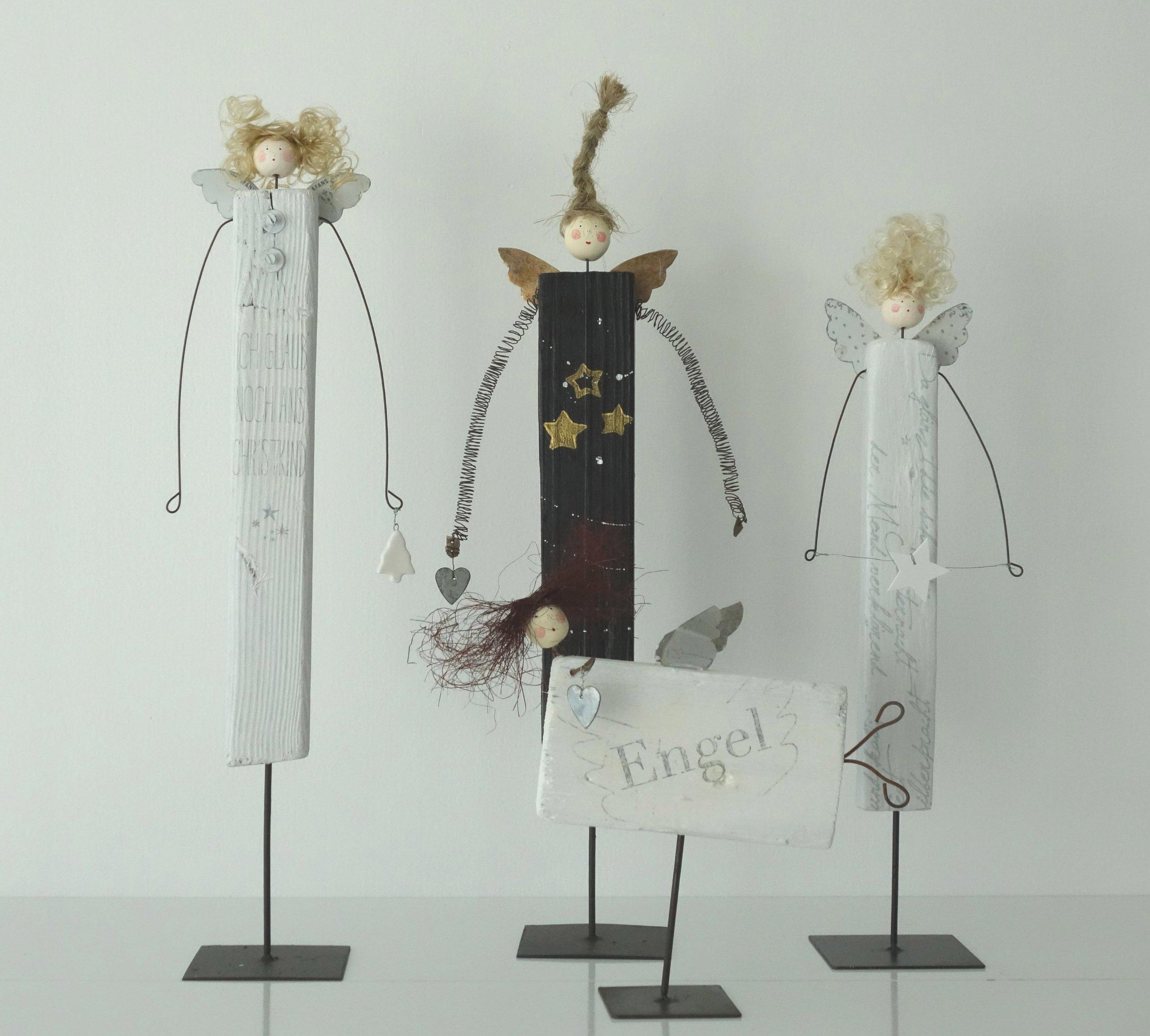 Links: Clara, 50 cm hoch, Fr 90.--, Art & Craft, Winterthur Mitte hinten: Mia 50 cm hoch, Fr 90.--, Art & Craft, Winterthur Mitte vorn: Lara 25 cm hoch, Fr 90.--, im Atelier Rechts: Frida 45 cm hoch, Fr 80.--, im Atelier
