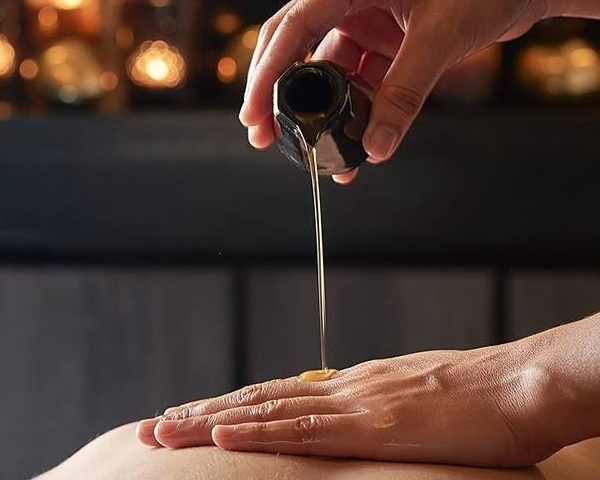 Massage Therapy - Connect With Oils