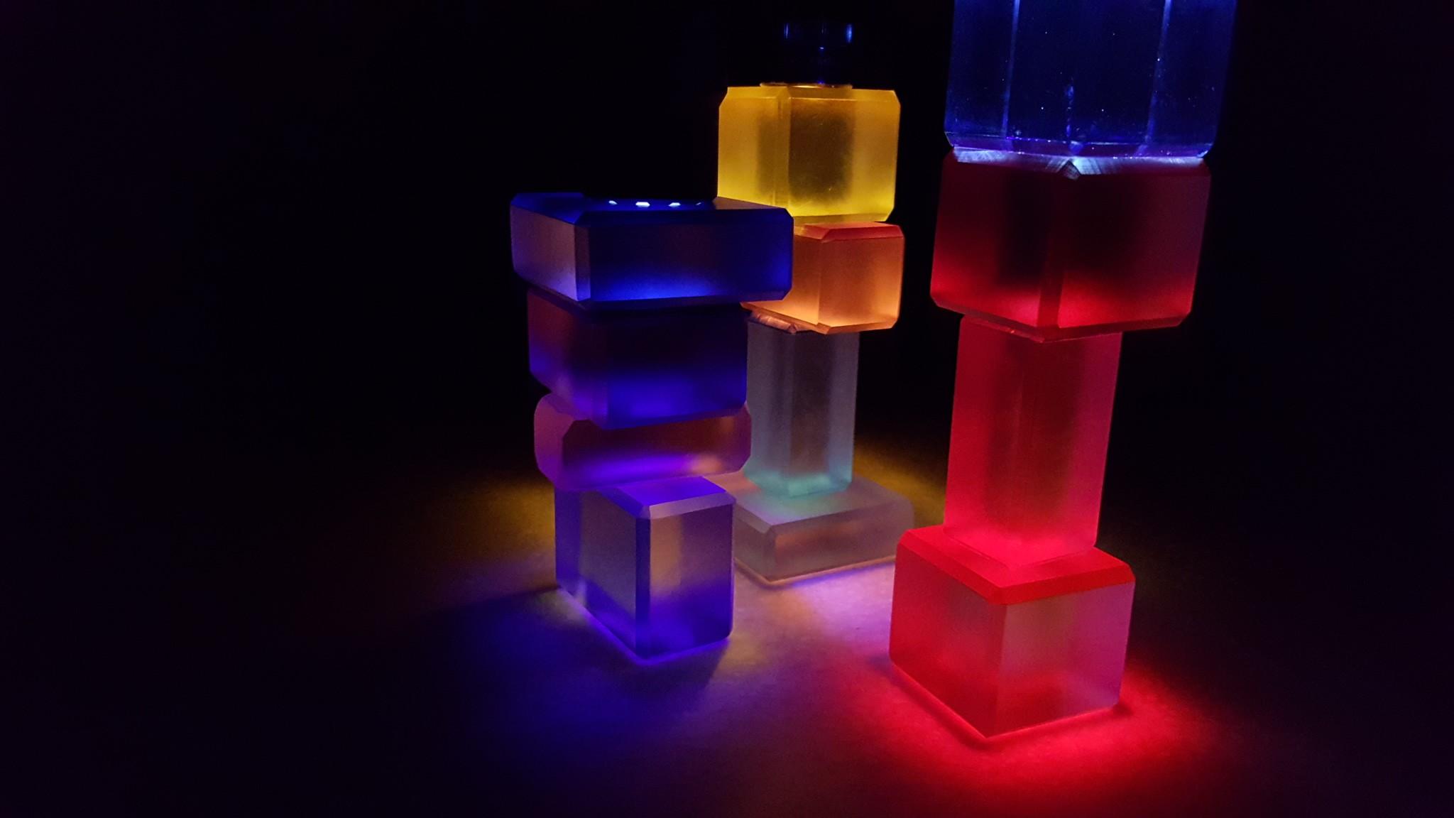 ZonnenBoxen nightclubbing with a flashlight.