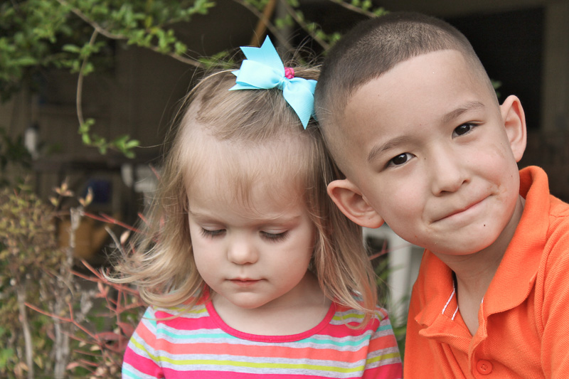 Warm colors with a colorful stripe work well for children's photos.