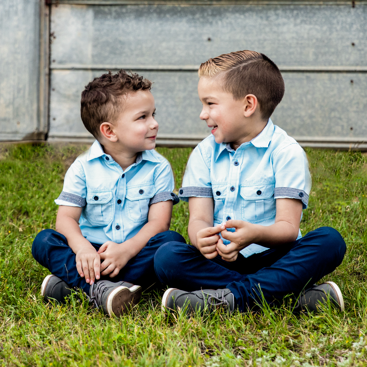 What a wonderful bond between brothers! These are special relationships.