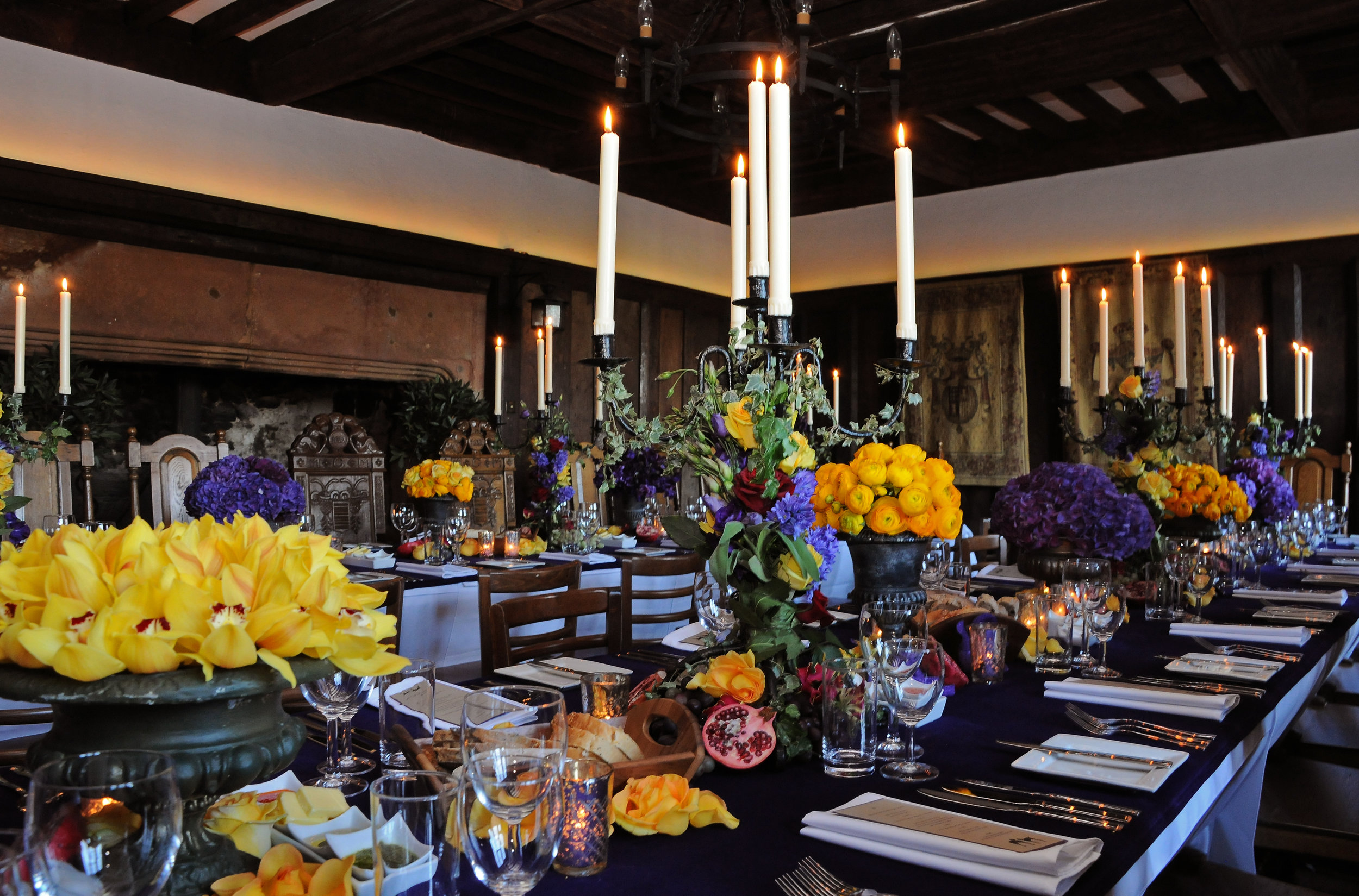 Banqueting Hall - flowers,candles.JPG