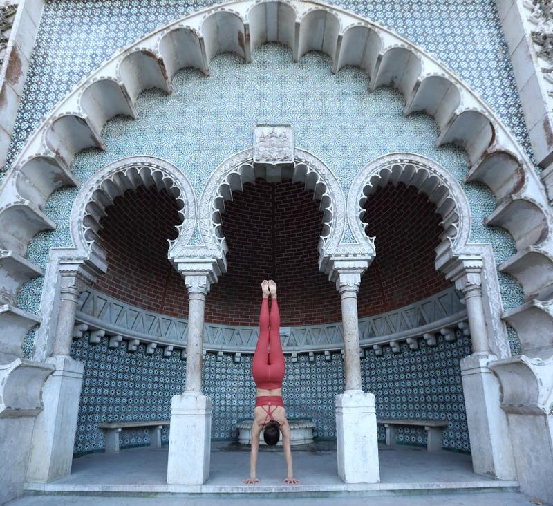 Handstanding in Sitra