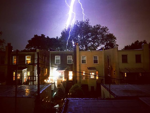 This was really hard to pull off on a cell phone 📷... 🌩️⚡💥 #brooklyn #storm #longexposure #delchua