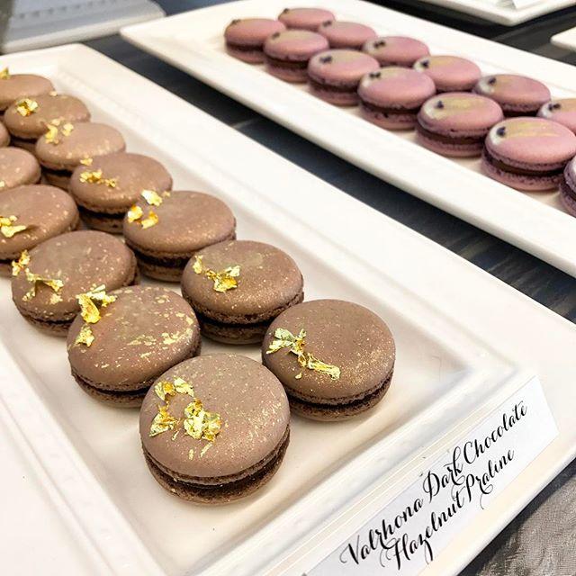 Valrhona Dark Chocolate Ganache with Hazelnut Praline #valrhonamacarons #valrhonachocolate #gourmetmacarons #corporatedesserttable #privatebankevent @valrhonausa