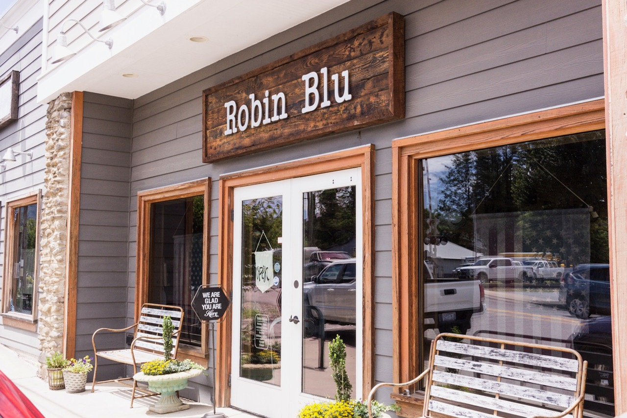 I love this store. Located in Hazelwood,  Robin Blu  has only been around for a couple of years but it seems to evolve and grow every time I visit.