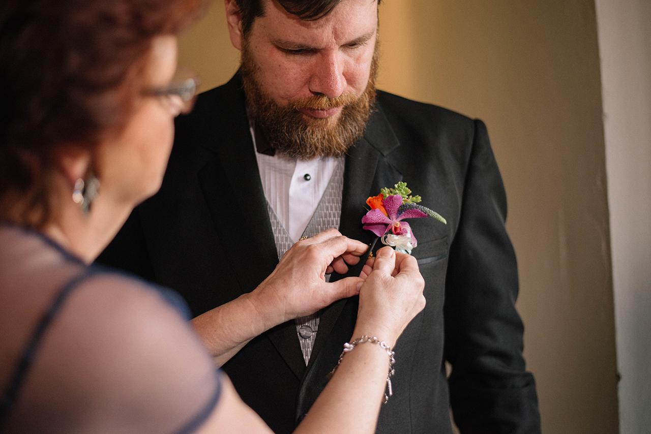 Juliethbravo-groom-novio-destinationwedding-bogota-hacienda-boutonier-matrimonio-mama.JPG