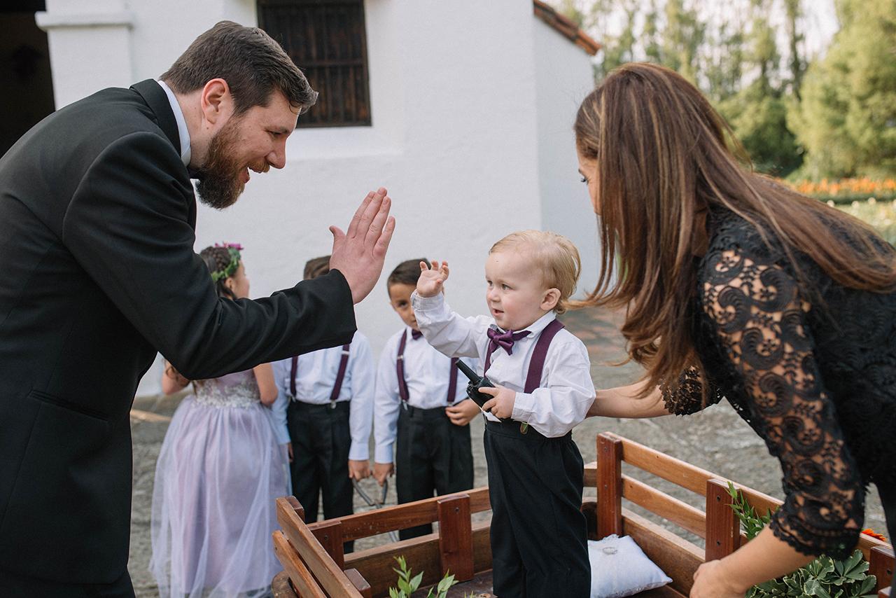 julieth-bravo-weddingplanner-ringbeaber-groom-novio-paje-anillos-carroza-bogota-destino.JPG