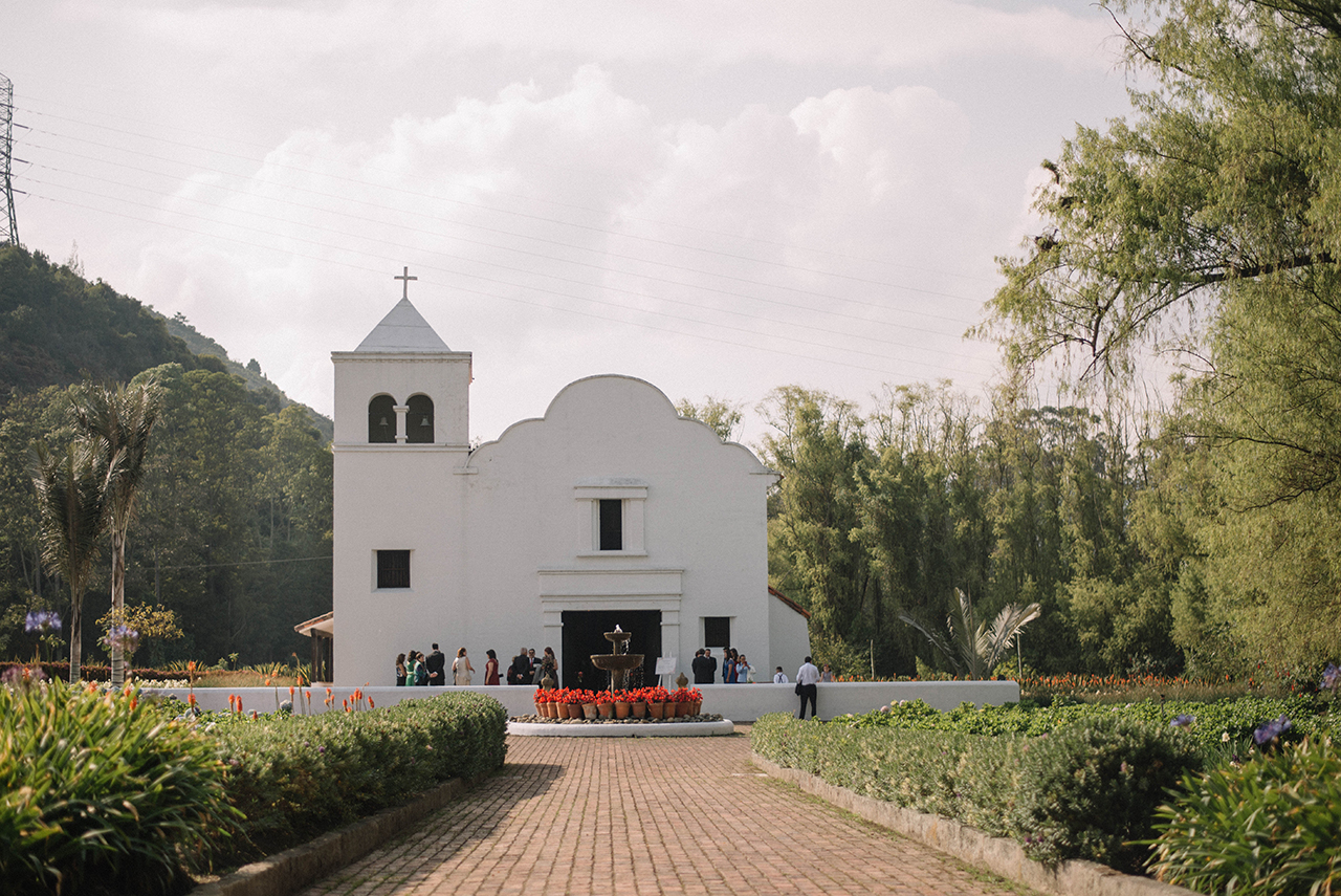 julieth-bravo-wedding-planner-iglesia-catolica-ceremonia-capilla-fagua-bogota.JPG