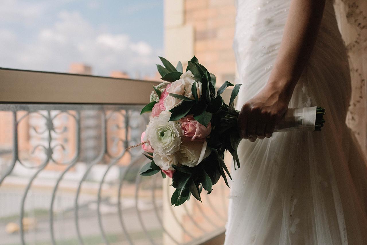 julieth-bravo-wedding-planner-haus-weddings-decor-bouquet-zapatos-novia-rosh-jorge-ramirez-bogota.jpg