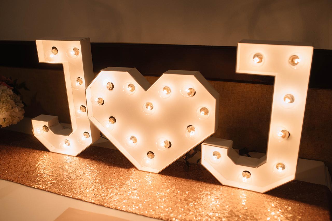 julieth-bravo-wedding-planner--haus-weddings-hotel-dann-luces-letrero-bogota.jpg
