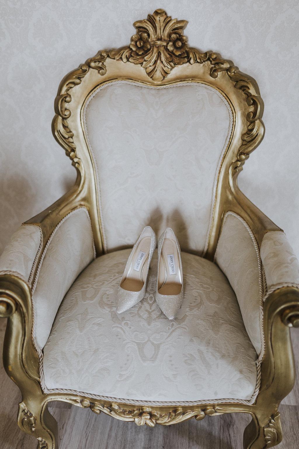 julieth-bravo-wedding-planner-jimmichoo-shoes-bride-bodas-villadeleuva-.jpg