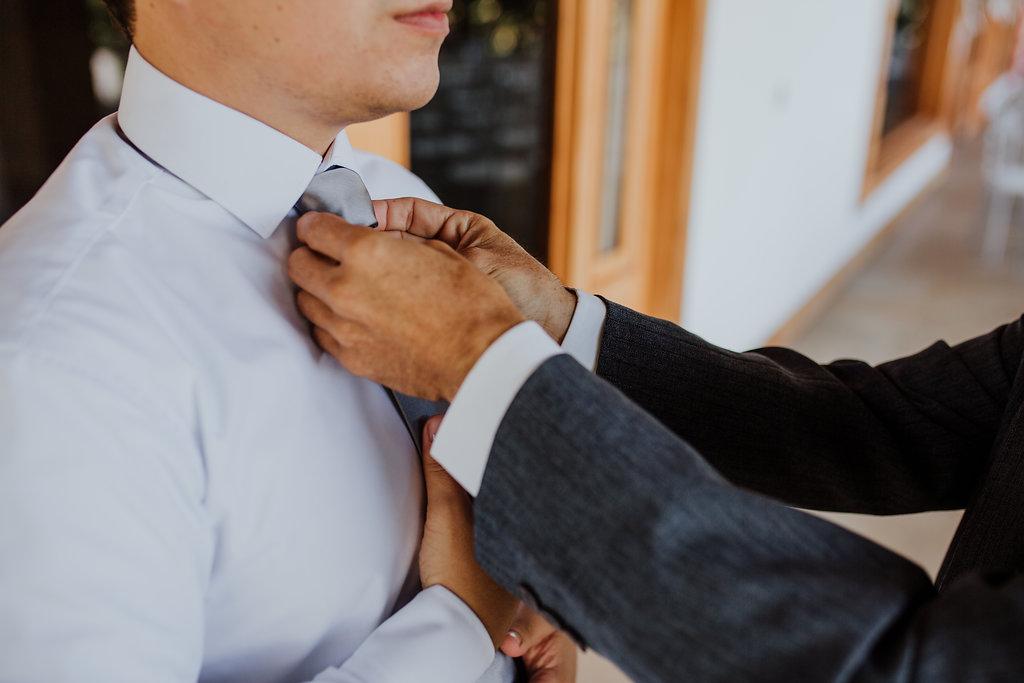 julieth-bravo-wedding-planner-matrimonio-cristiano-brunch-boda-destino-venezual-pereira-bogotoa- novio-gris-traje-corbata-brunch-cristiano.jpg