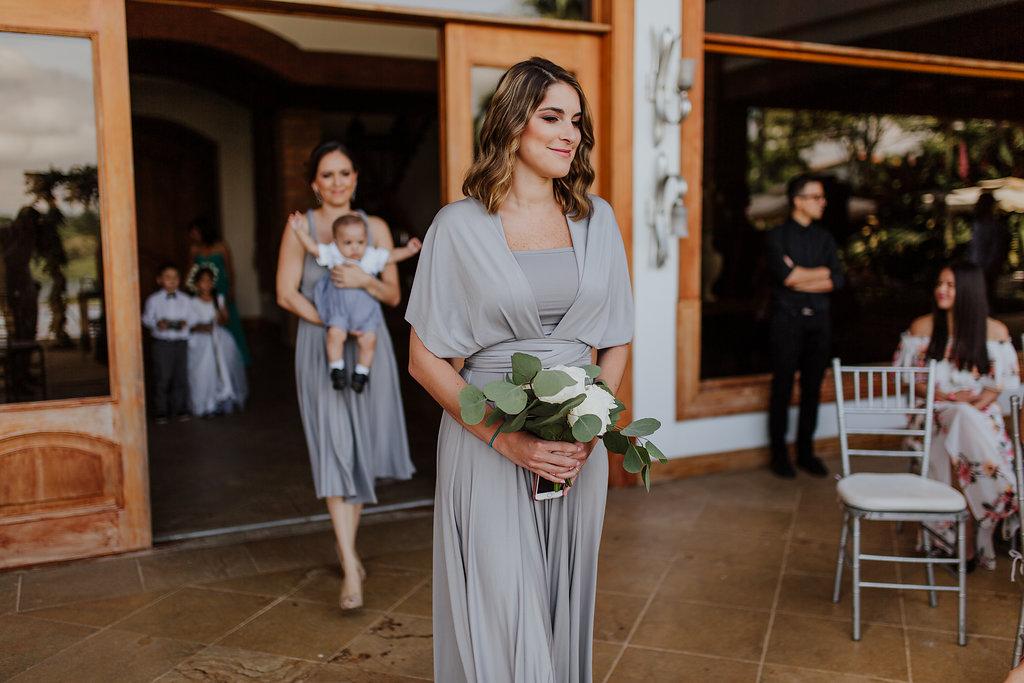 julieth-bravo-wedding-planner-matrimonio-cristiano-brunch-boda-destino-venezuela-pereira-ejecafetero-cristiano-brunch-damasdehonor-vestido-gris-greeneery.jpg