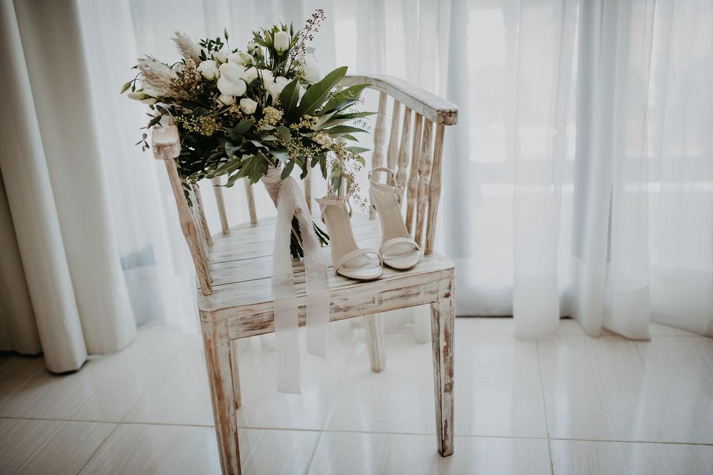 julieth-bravo-wedding-planner-shoes-bouquet-boho-bride-destination-wedding-destino.jpg