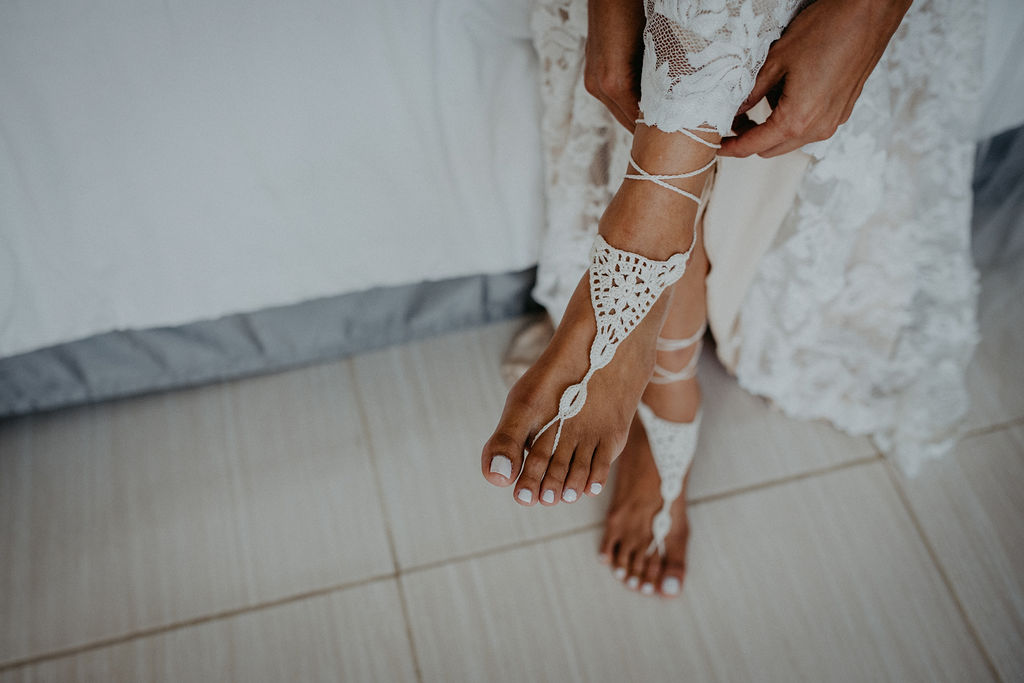 julieth-bravo-wedding-planner-destination-colombia-germany-influencer-toes-beach-shoes-bride.jpg