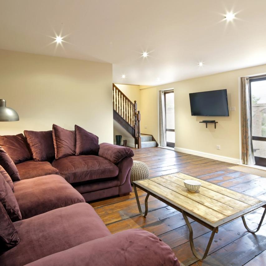Lounge 1.jpeg