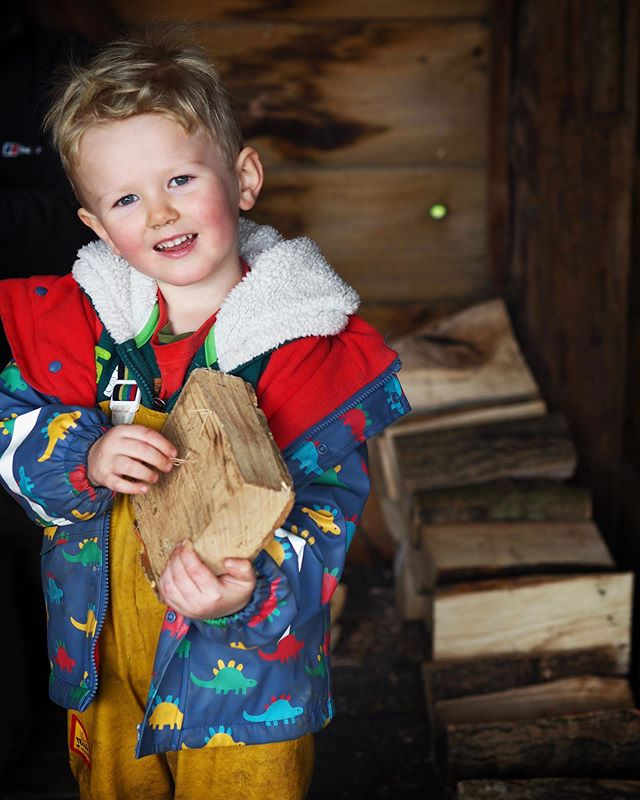Two tonnes of kiln dried fire wood arrived today and the children helped to select, transport and store it in the cabin. We feel it's important the children realise wood is a fuel source and as such we need to use sparingly and for good reason. The fires throughout the winter will warm the yurt and warm the little fingers and toes that will learn from within.  Outside, in the cabin the fire bowl will allow for hot drinks and warm snacks to remind us all how to look after ourselves and others in the cold. . In short, respect trees. 🌲 🌳 . . . . . #outdoornurseryschool #muddywildhappychild #forestschool #forestschoolleader #sustainability #preschool #bathmums #natureschool #outdoorlearning #parenting #education #earlyyearseducation