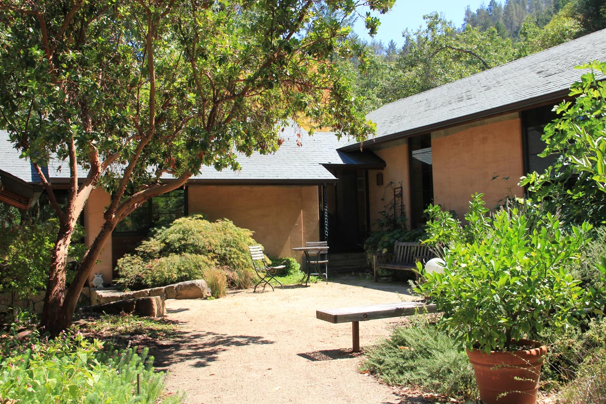 Rammed earth home in Northern California built by Easton's Rammed Earth Works