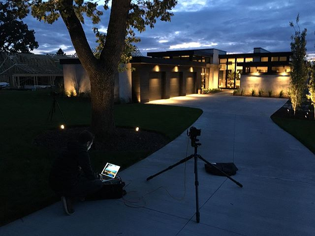 Getting the final night shots with @vondelinde on a great collaboration effort with @leonarose_designs and BCD Homes. #plaad #plaadoffice #modernarchitecture #mnhomes #whitebearlake #twincitieshomes #mnmodern #lakeliving