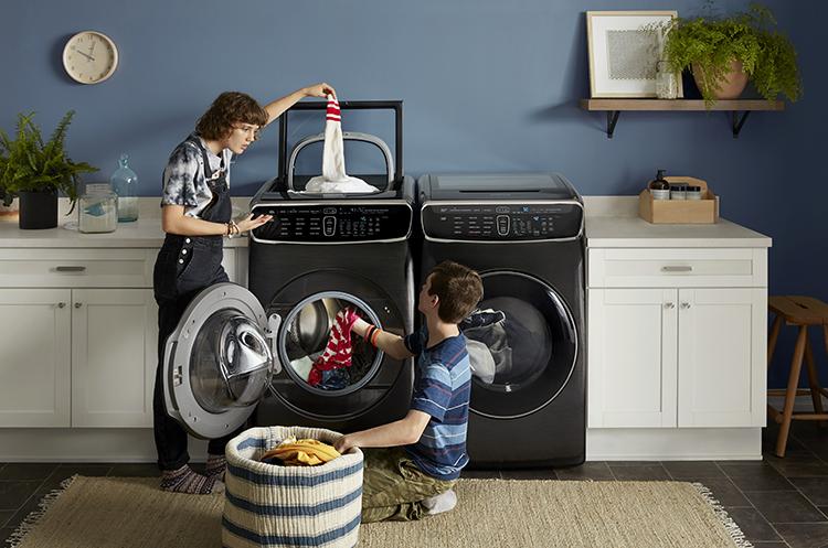 KHB3046_Samsung_Flexwash_Laundry_Room_with_Models_0137_R3_RGB.jpg