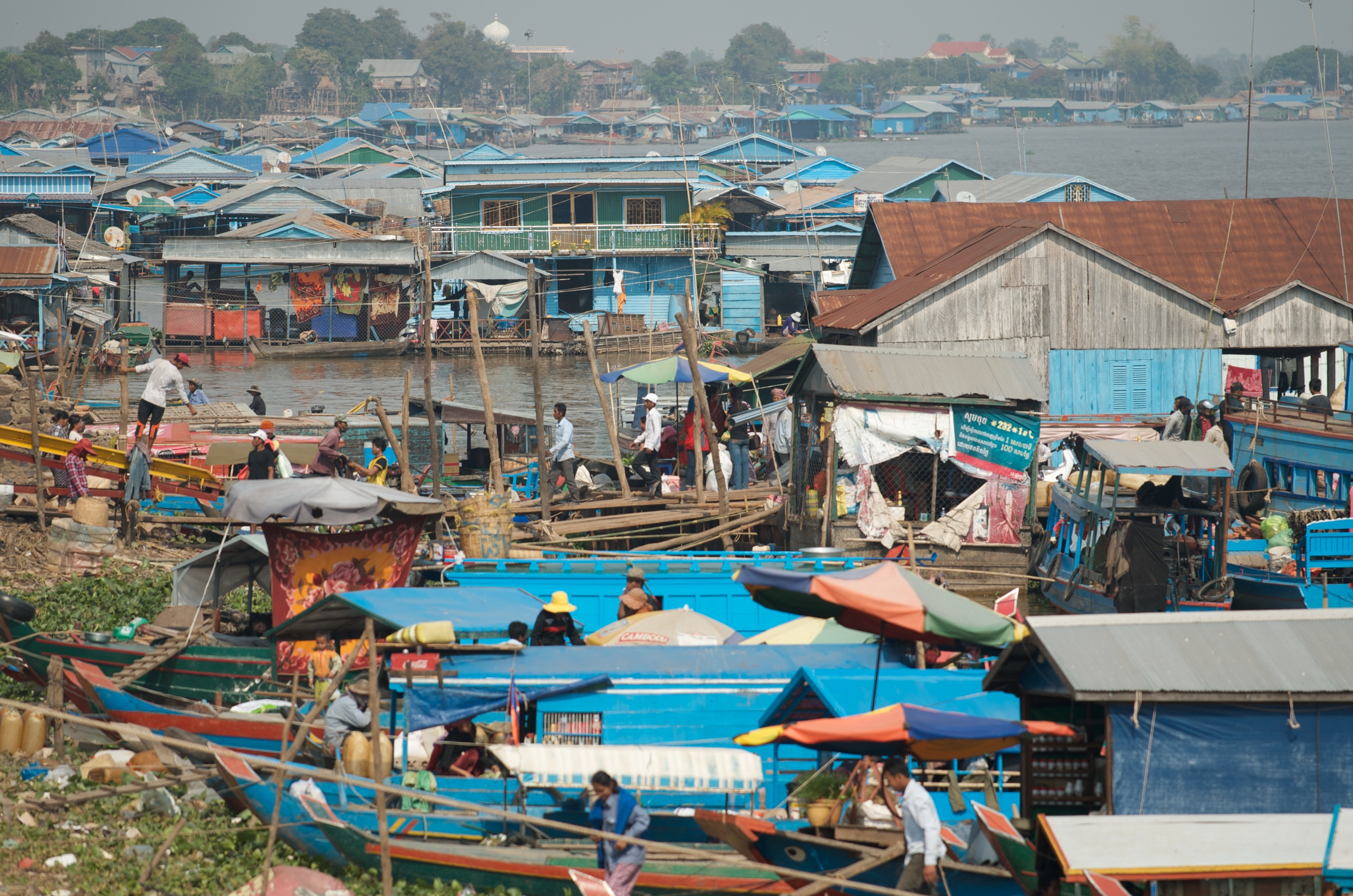 Goods are quickly loaded and unloaded before being distributed across The Great Lake. | Tonle Sap, Cambodia