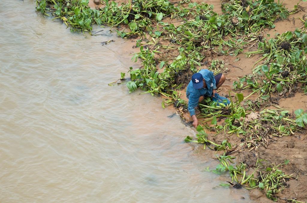 Pak Mun Dam fisherman 4.jpg