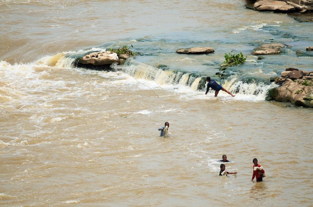 Pak Mun Dam fisherman 1.jpg