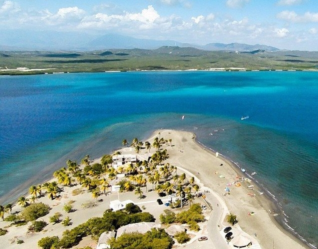 Punta Salinas - One of the best kitesurf spots in the Dominican Republic, located 30' south of Santo Domingo far away from north coast's crowded beaches!Flat water with strong thermal winds! Great spot for big maneuvers!