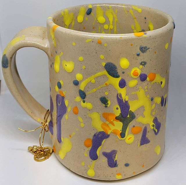 Hey! We hear it's National Coffee Day. ☕ We want to remind all you coffee lovers that we have our Jackson Pollock style Fun Mugs for sale in our studio. Hand glazed by our artists! Each product purchase goes back to support our program. We have only a few left glazed by artist Terry Walkden. Hurry and grab them up! And look for a special Fun Mugs workshop event coming up in November :) #nationalcoffeeday #funmugs #supportnonprofits #disabilitysupport  #coffeelovers #coffeemug #mug #ceramics #stoneware #coffee #treatyourself