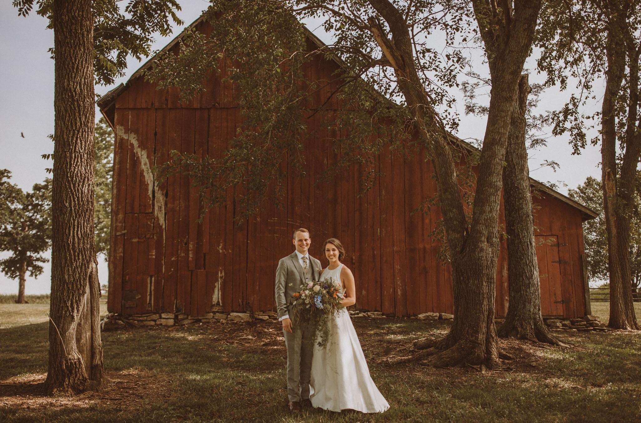 kansas city barn wedding -54.jpg