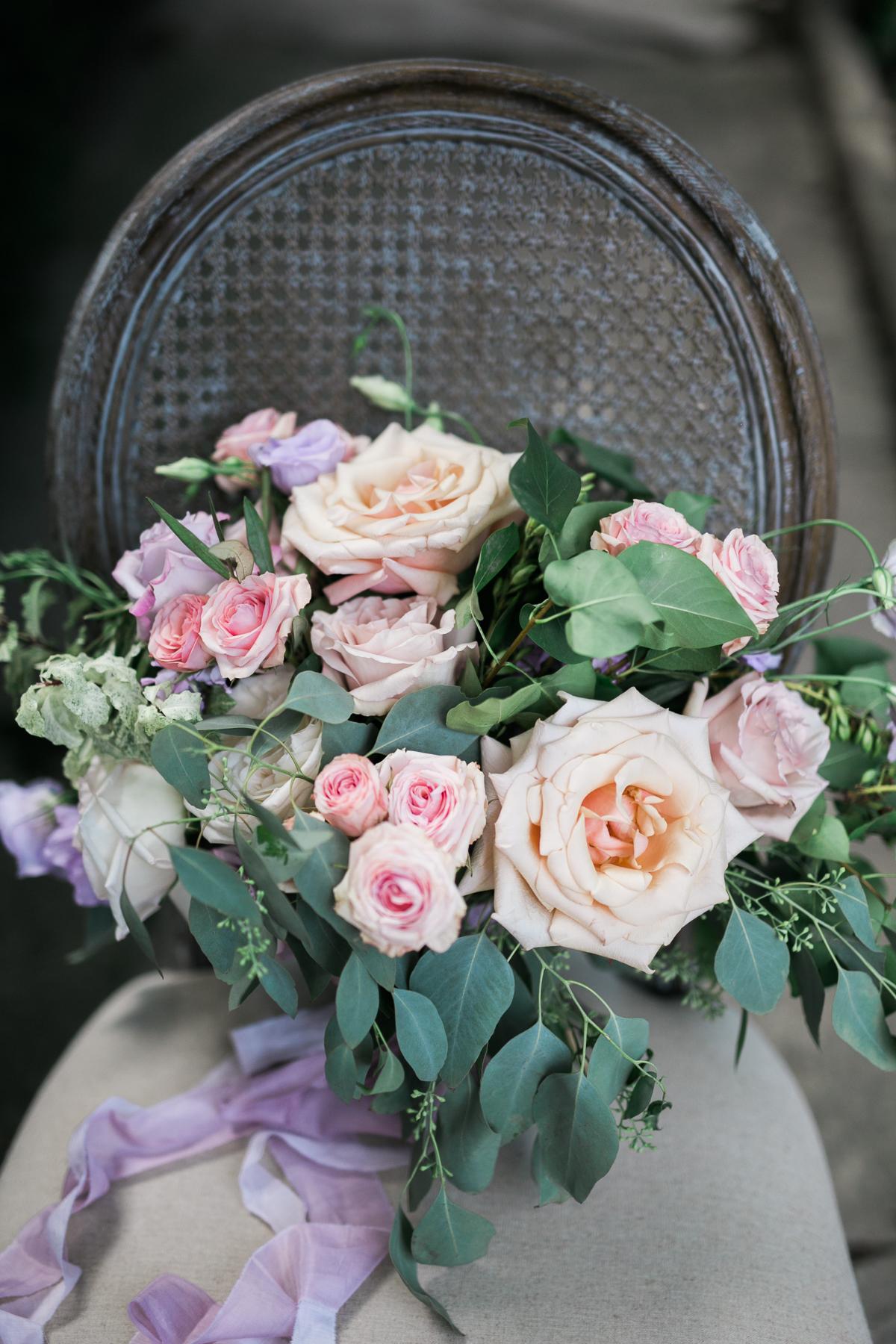 August In Bloom - Pastel bouquet - Fairytale Wedding (Wedluxe)