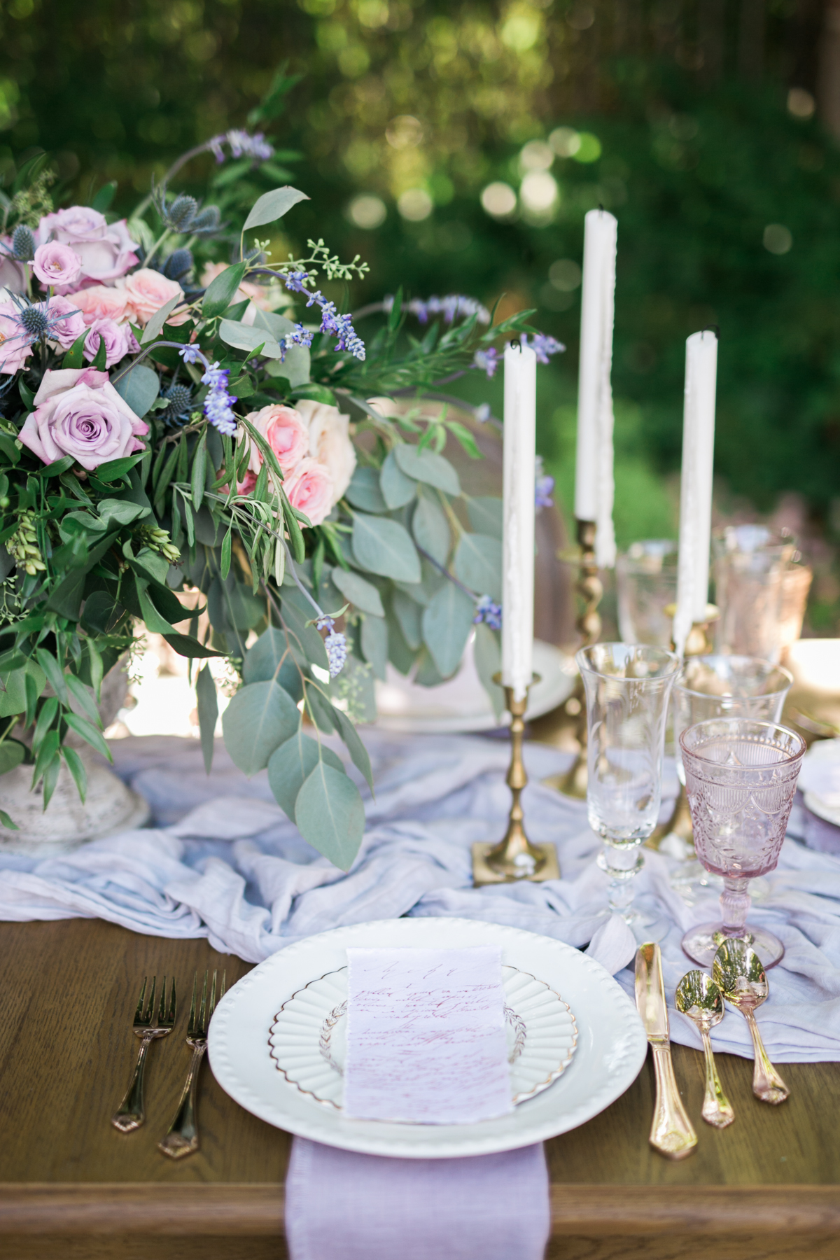 August In Bloom - Romantic reception - Fairytale Wedding (Wedluxe)