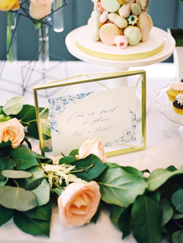 August In Bloom - Sweet table signage - A Parisienne Inspired Brunch Wedding (Style Me Pretty)