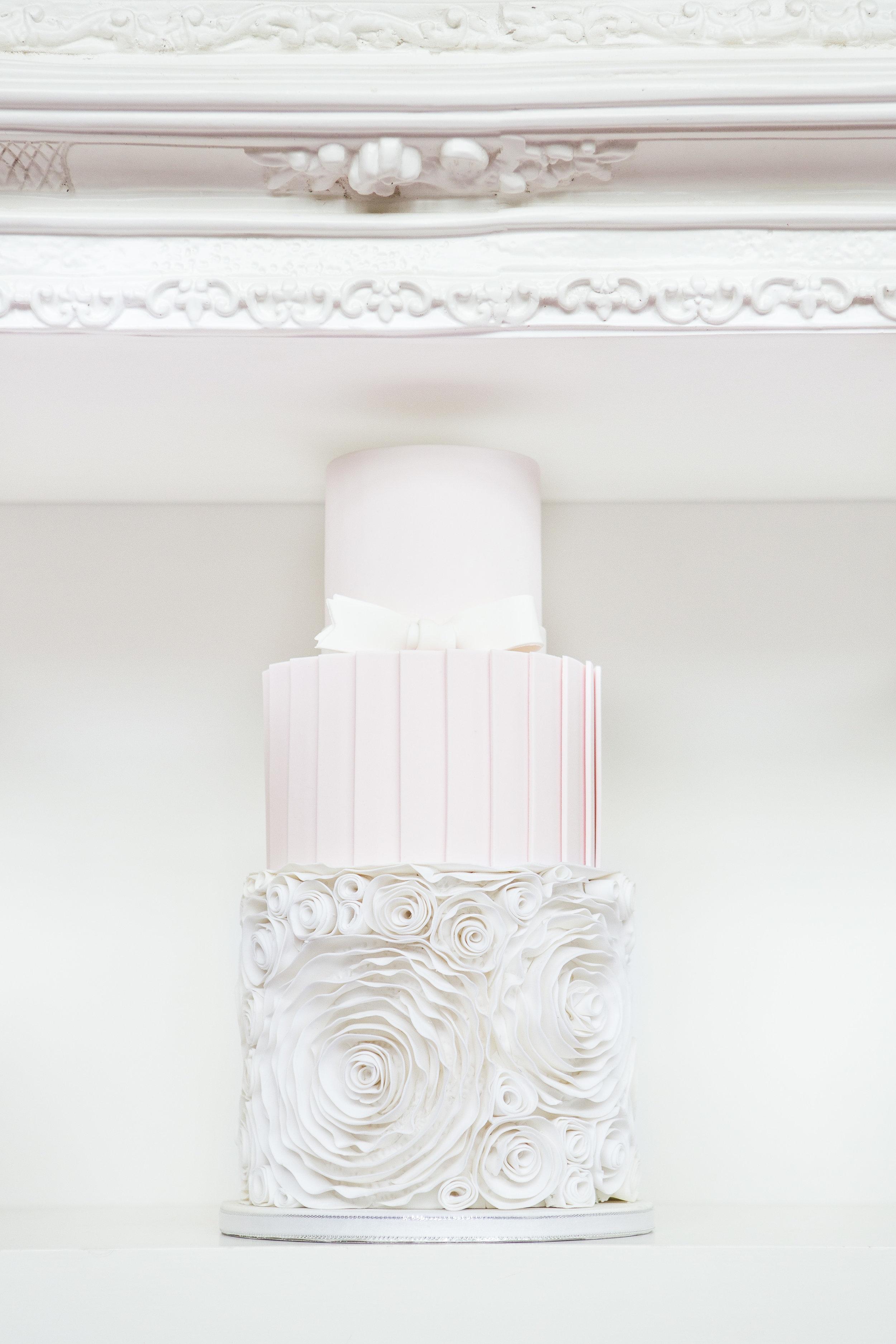 August In Bloom - Cake - Dior Darling (Wedluxe)