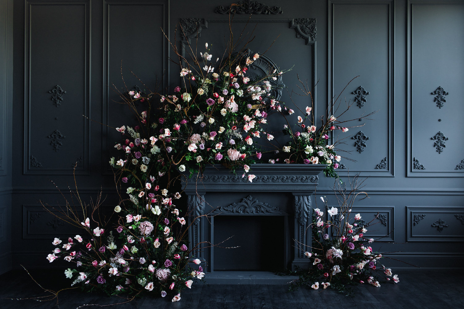 August In Bloom - Ceremony with lush garland - Magnolia Dreams (The Bridal Affair)