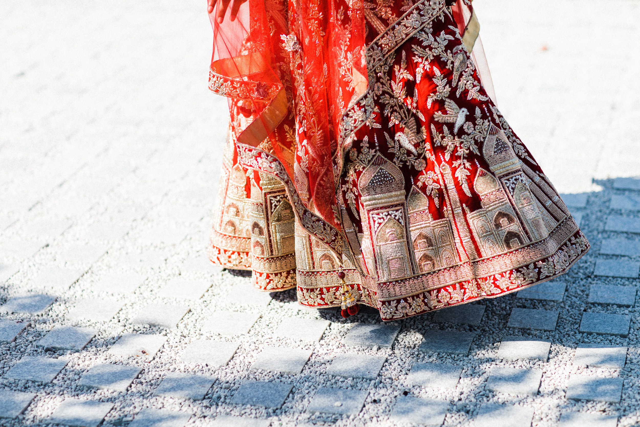 August In Bloom - Bride train - Scarlet Sweetheart (Lavish Dulhan)
